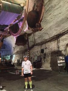 Ulrich Tomaschewski vor dem unterirdischen Schaufelradbagger