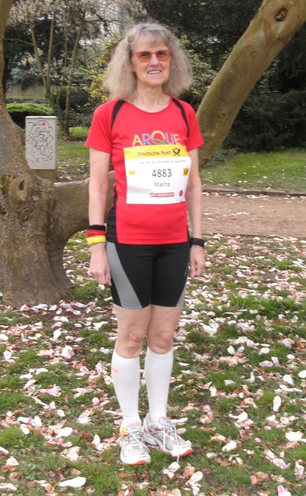 Marita Brenk im Laufdress mit ARQUE-Shirt