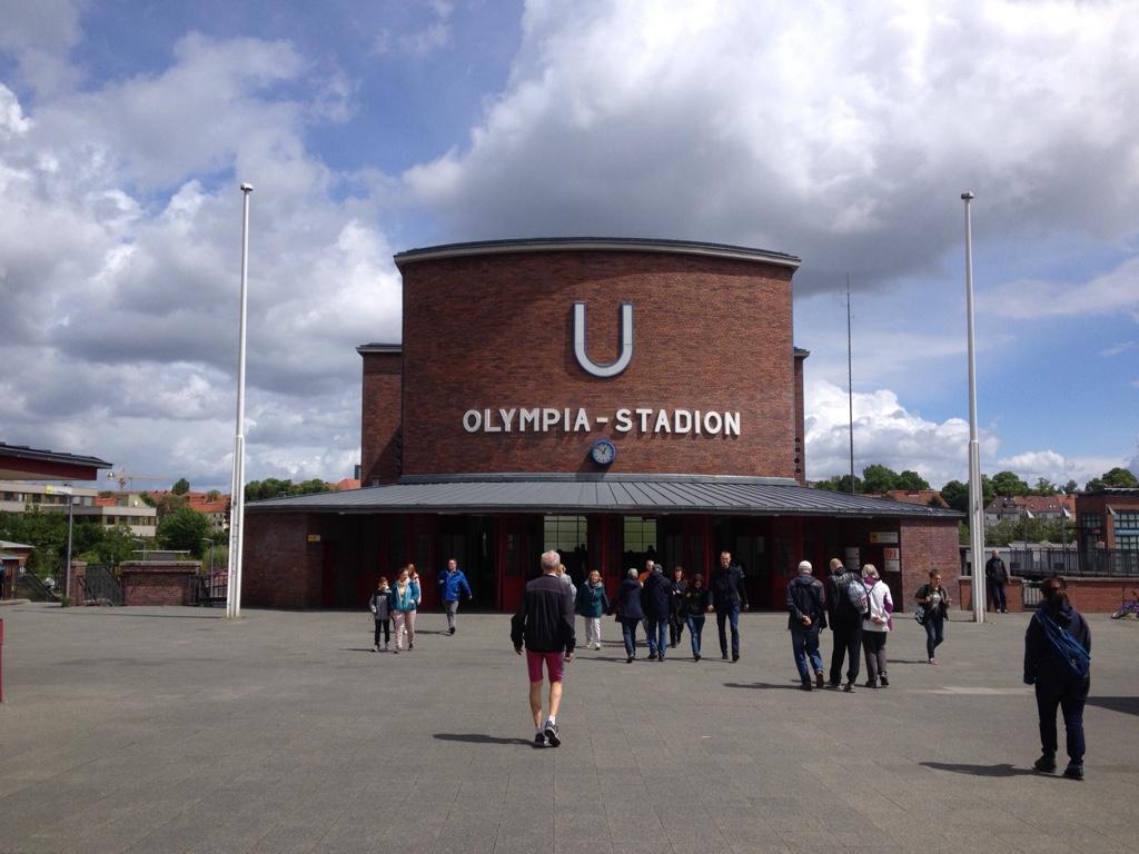 Die U-Bahnhaltestelle Olympiastadion in Berlin