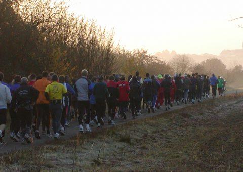 Start zum ARQUE-Lauf 2003 - im Hintergrund das Kelkheimer Kloster