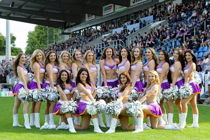 Die Gruppe der Cheerleader von Frankfurt Universe