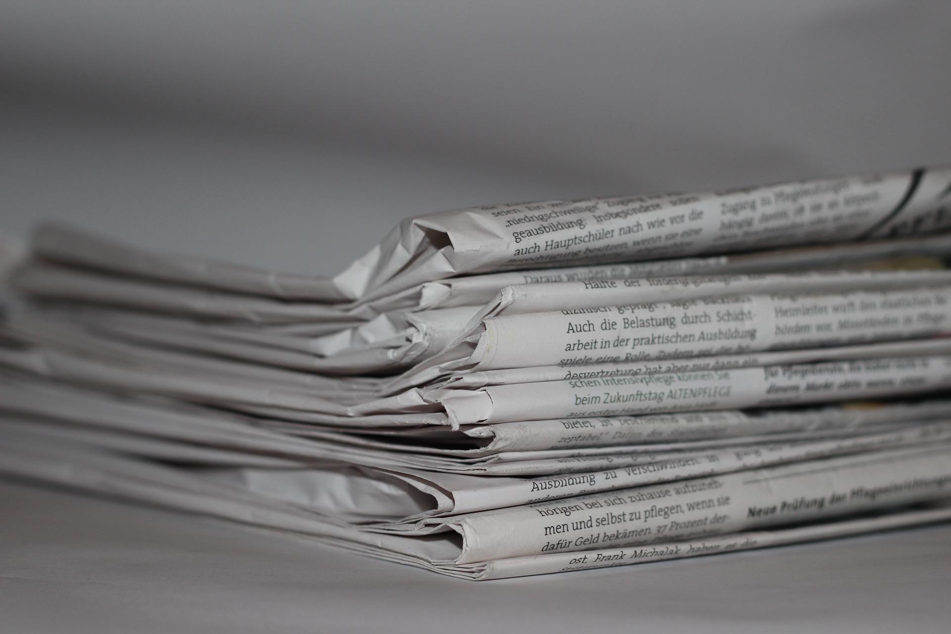Stapel Zeitungen ©CCO gefunden auf pexels.com