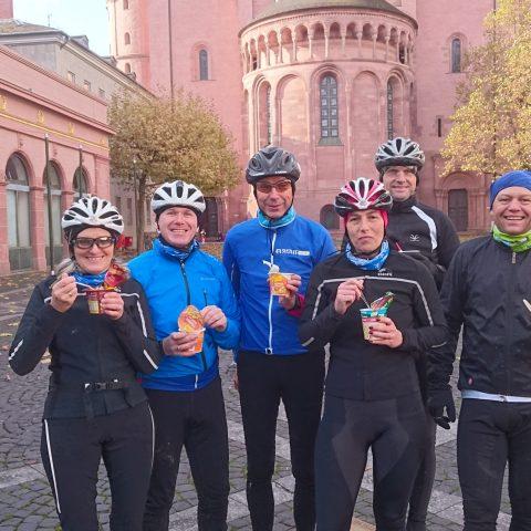 Gruppe vor dem Mainzer Dom