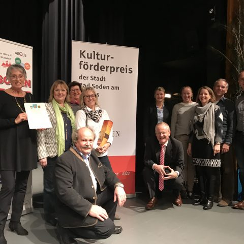 Gruppenfoto auf der Bühne bei der Preisverleihung