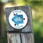 Schild cycle-route auf Holzpfosten