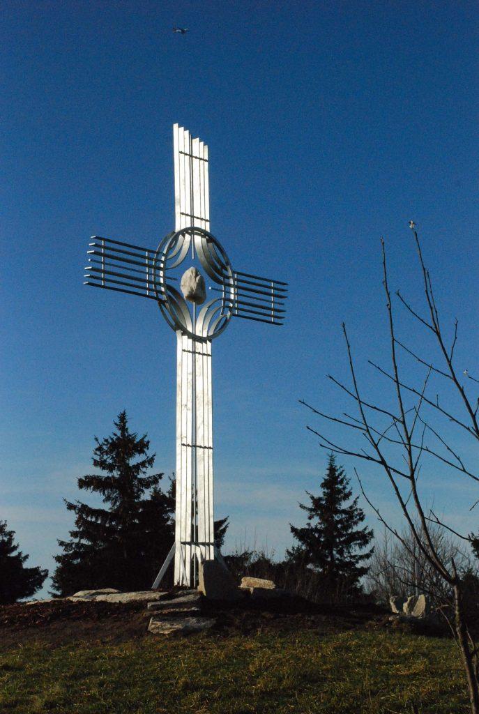 Das Gipfelkreuz in der Sonne